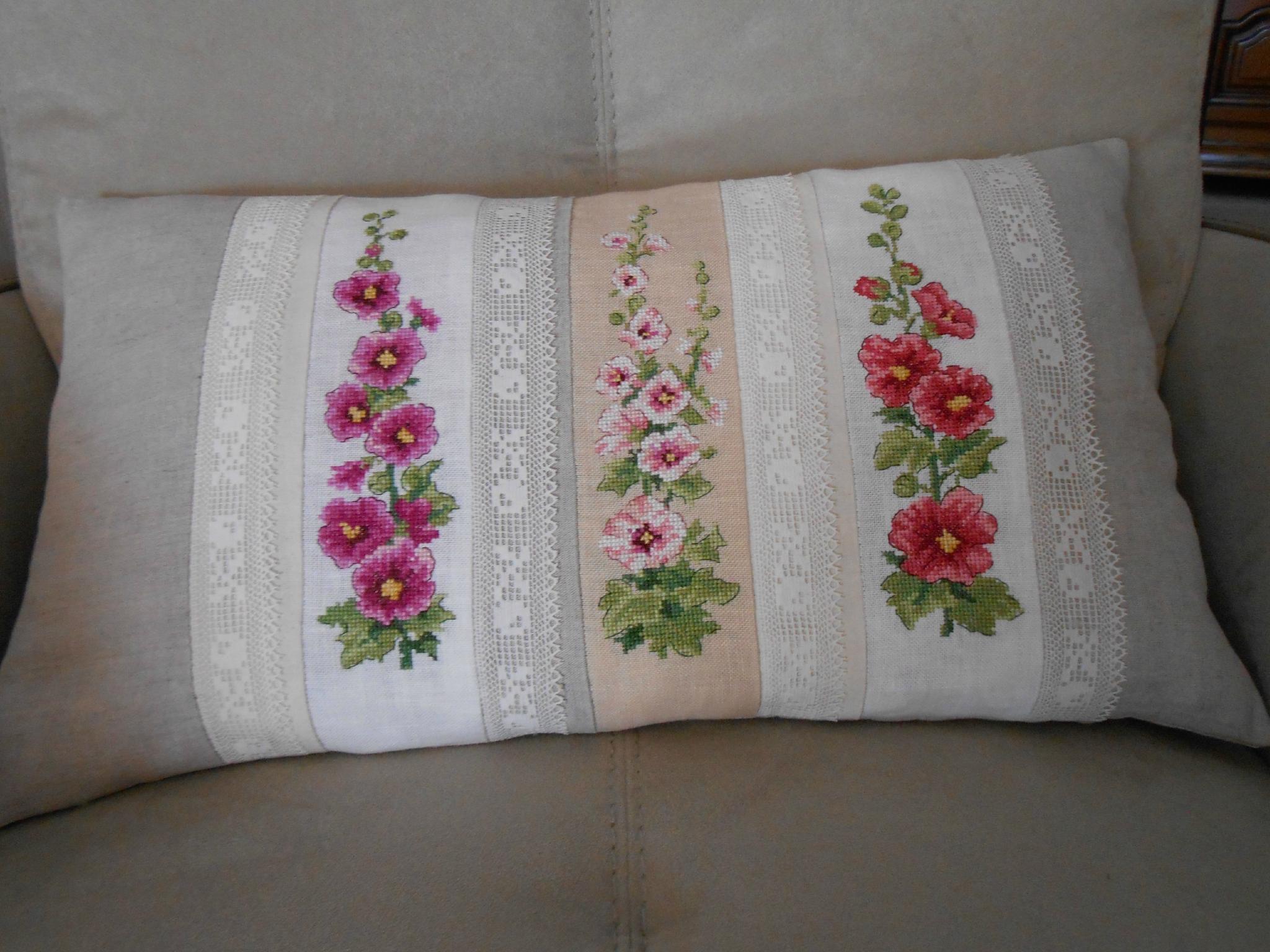 coussin Roses trémières 1