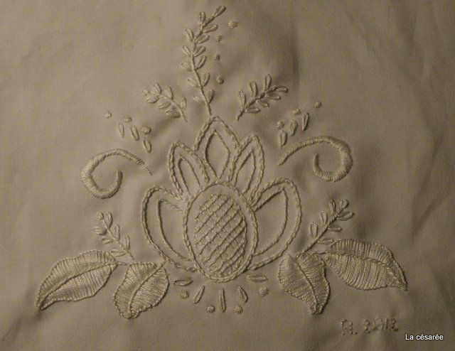 Broderie blanche (détail)