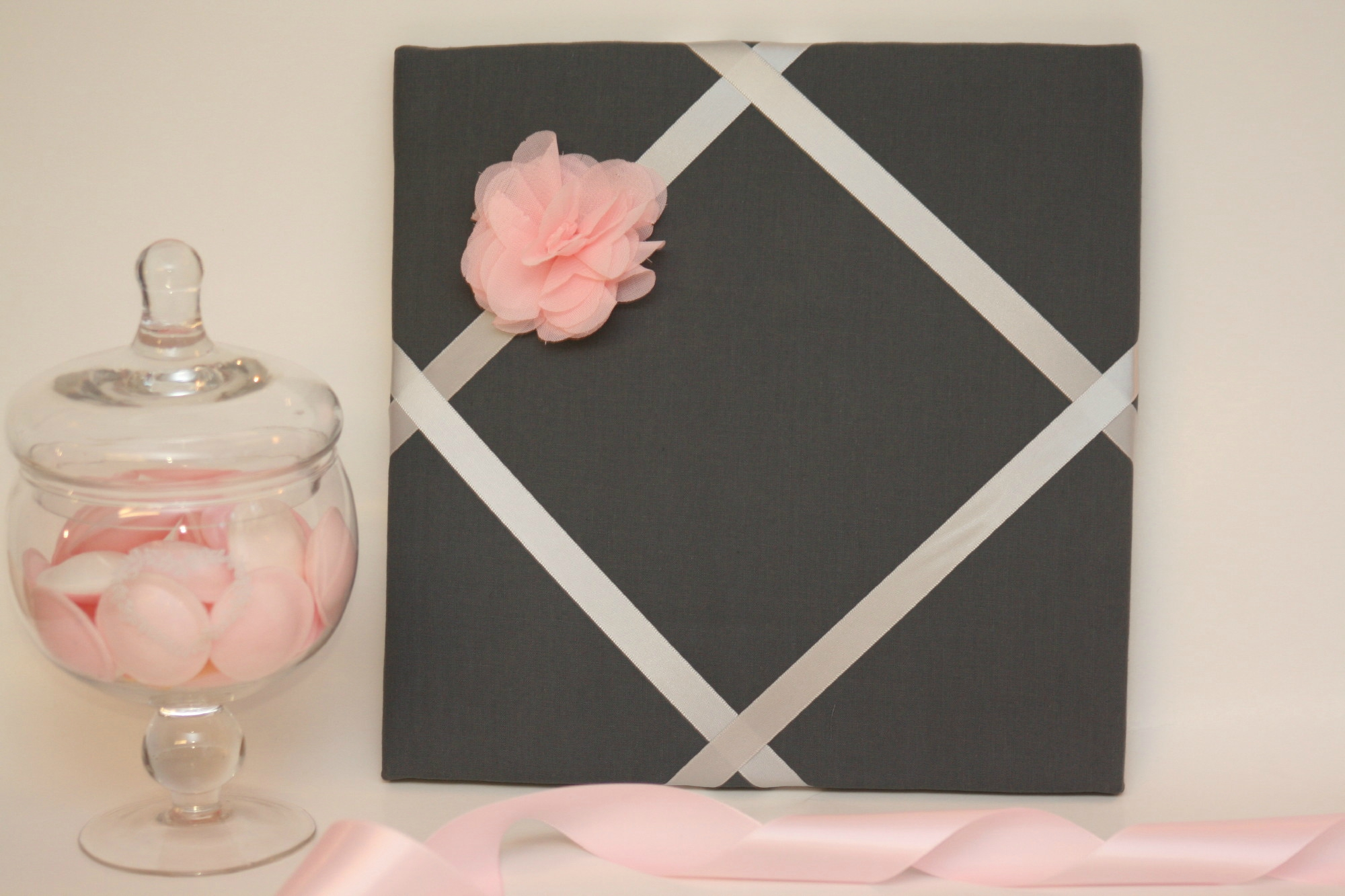 Cadre barrettes gris/rose à fleur