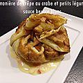 Aumônière de crêpe au crabe et petits légumes sauce beurre blanc