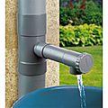 Le <b>collecteur</b> d'eau de pluie, partenaire indispensable de la cuve à eau.