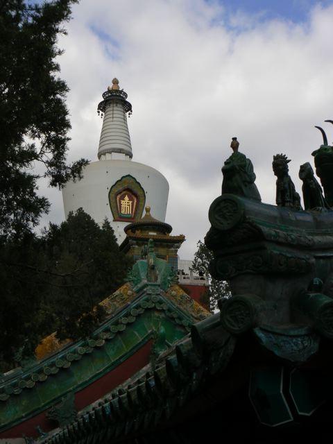 La pagode et les temples du parc behai