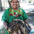Le bougna plat traditionnel mélanésien (poulet banane tarot <b>igname</b> lait de coco)