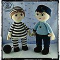 Elliott et tristan jouent au gendarme et au voleur