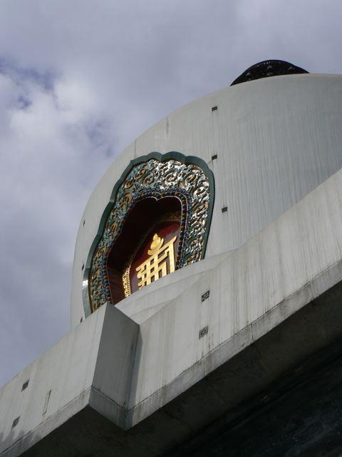 La pagode blanche vue de bas