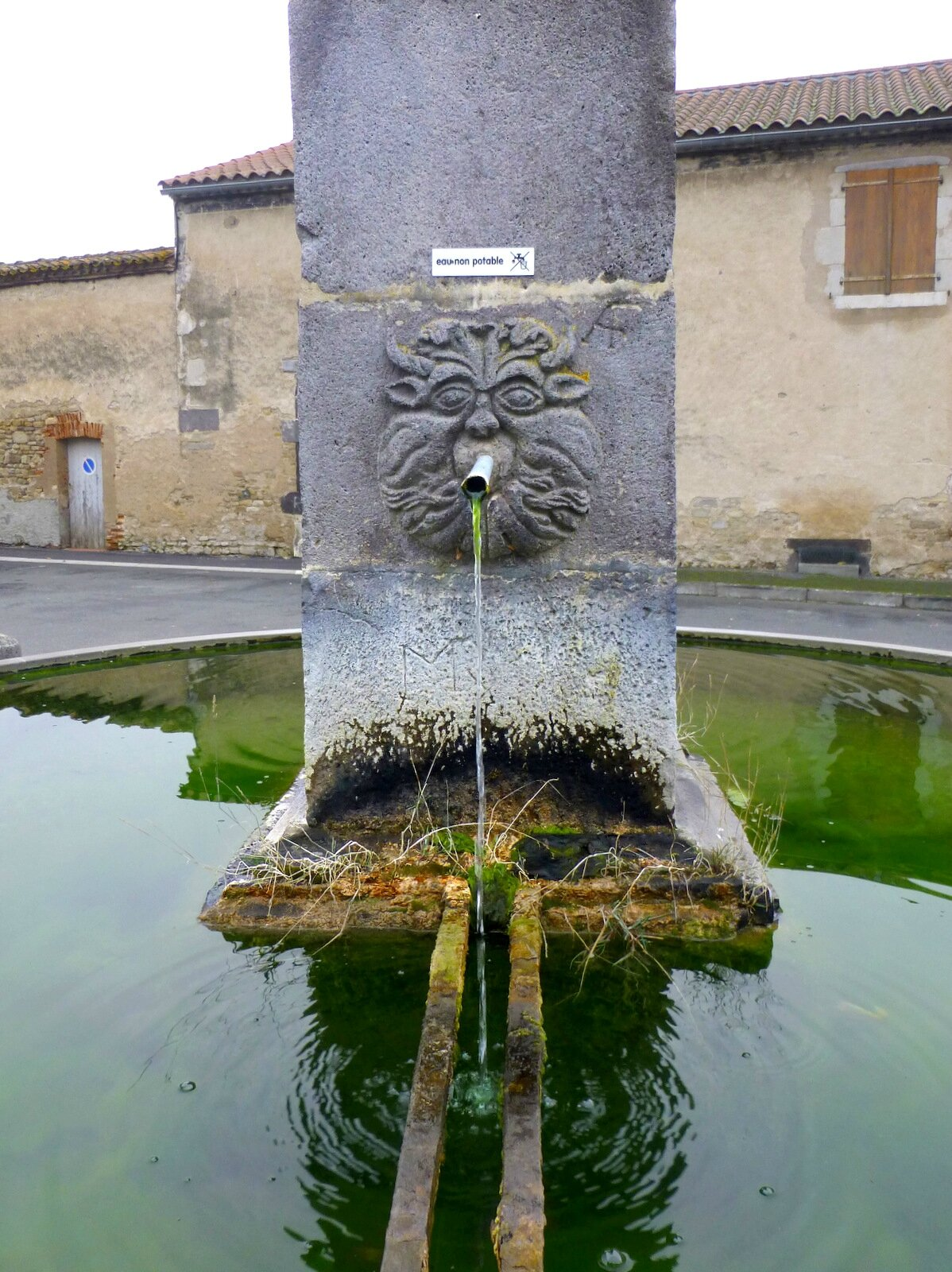 fontaine à Artonne