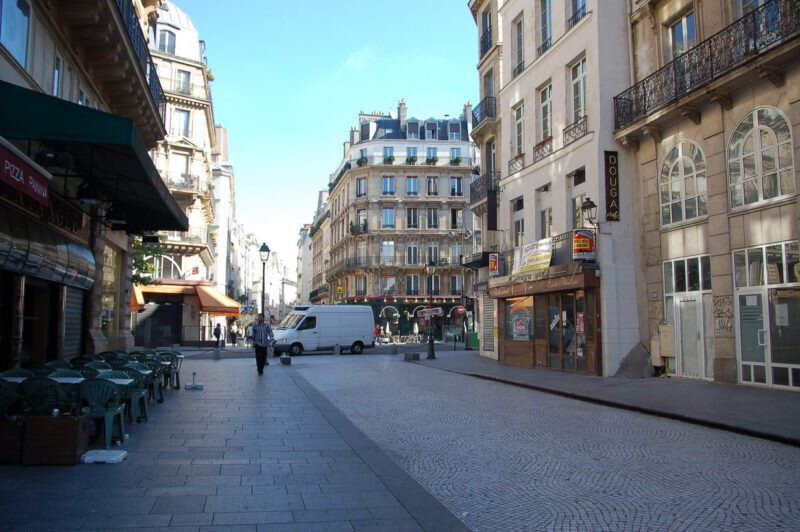 Rue-Saint-Denis-PAris-e1515850552744