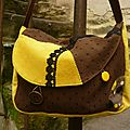 Sac marron et jaune moutarde