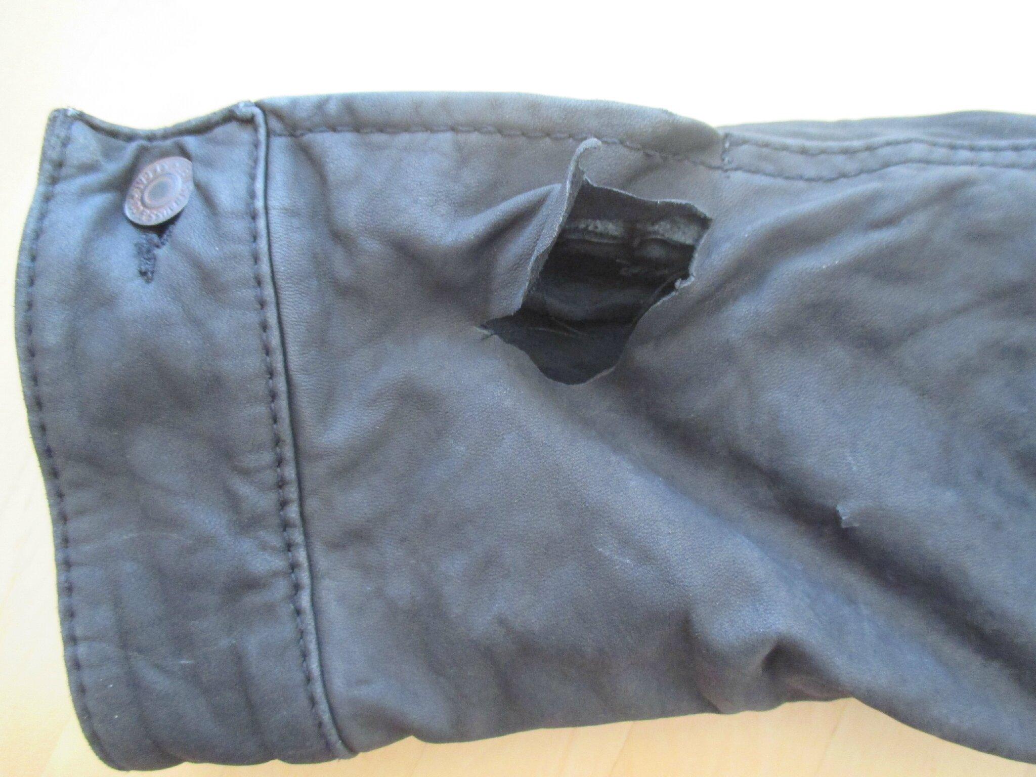 Réparation facile et réussie d'un bel accroc sur du cuir !