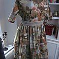 Robe RAYMONDE en coton imprimé ''l'atelier couture'' - manche raglan - longueur genoux - taille unique (1)