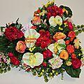Coussin de fleurs artificielles haut de gamme : gerbe deuil, fleurs en plastique, fleurs tissu...