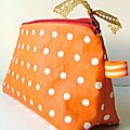 trousse orange à pois