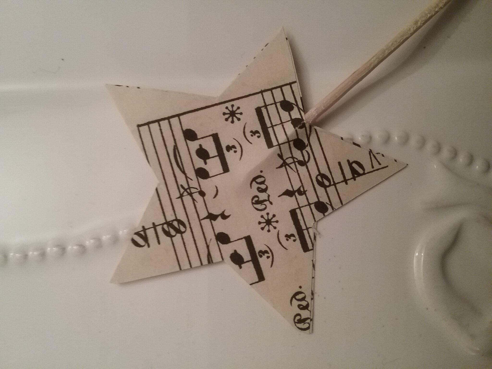 des étoiles en papier vieilli