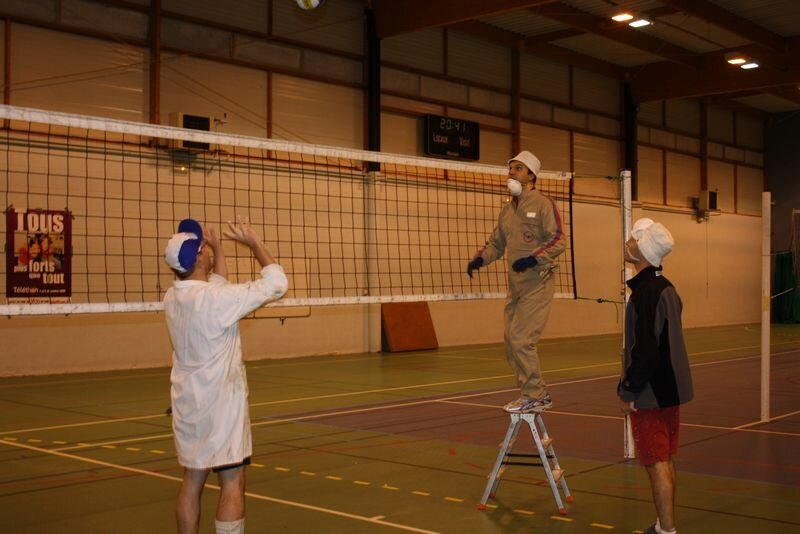 2009-12-10_volley_deguise_murs_IMG_4468