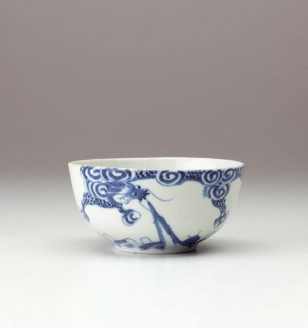 Bleu de Huê bowl with dragon decoration, China Export ware for Viet Nam, circa 19th century-20th century, porcelain with underglaze decoration, 5.1 x 10.9 cm. Gift of Dr John Yu & Dr George Soutter 2002, 168.2002. Art Gallery of New South Wales, Sydney (C)