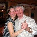 Mon grand-père adore danser avec de belles jeunes filles!!!