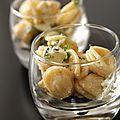 Salade d'orechiette aux fromages bleus, aux poires et aux échalotes caramélisées