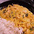 Poulet sauce satay au curry rouge