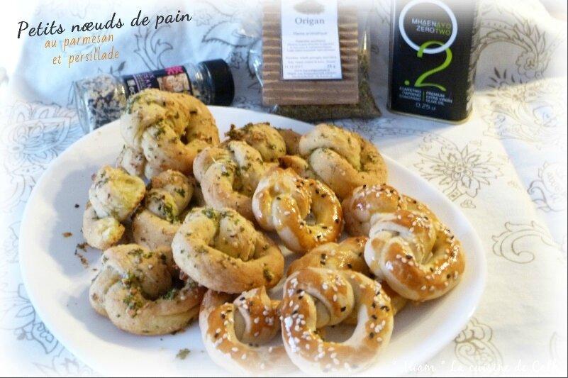 """ღ """" Miam """" Petits nœuds de pains au parmesan et persillade"""