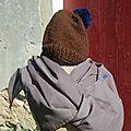 bonnet et foulard brun /bleu