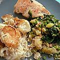 Repas en famille, gratin de pommes de terre, légumes verts braisés et poulet