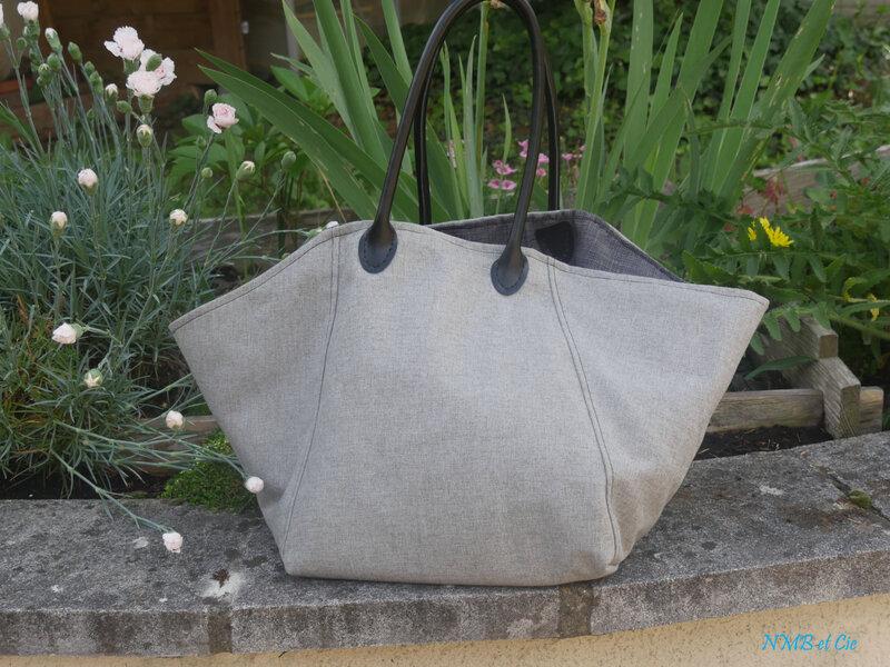 Mon sac trapèze gris exterieur