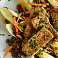 Belle recette veggie : SALADE D'ENDiVES, LENTiLLES AU CURRY, CAROTTES MARiNÉES & TOFU POÊLÉ.