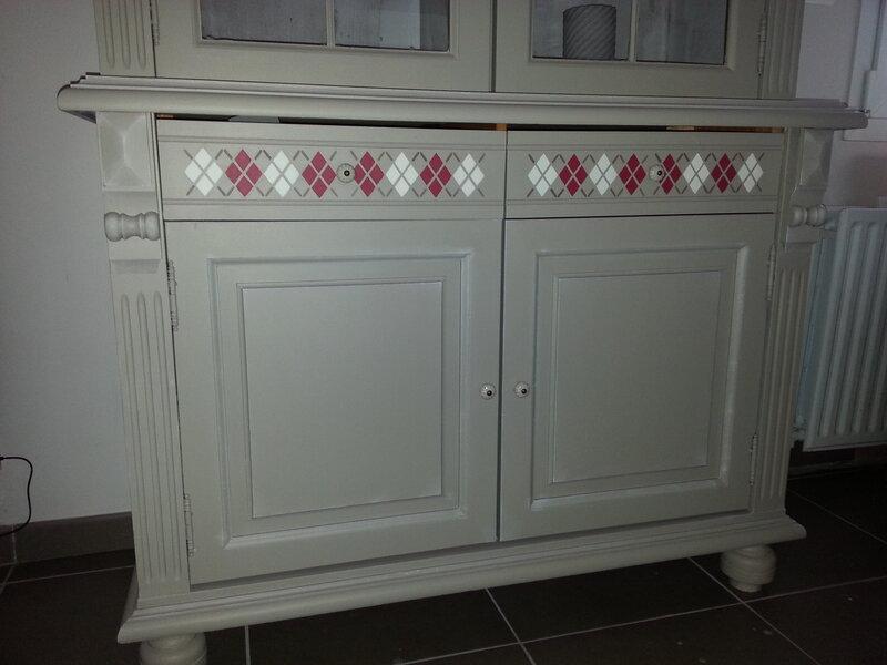 un meuble en cours de réalisation . La satinelle