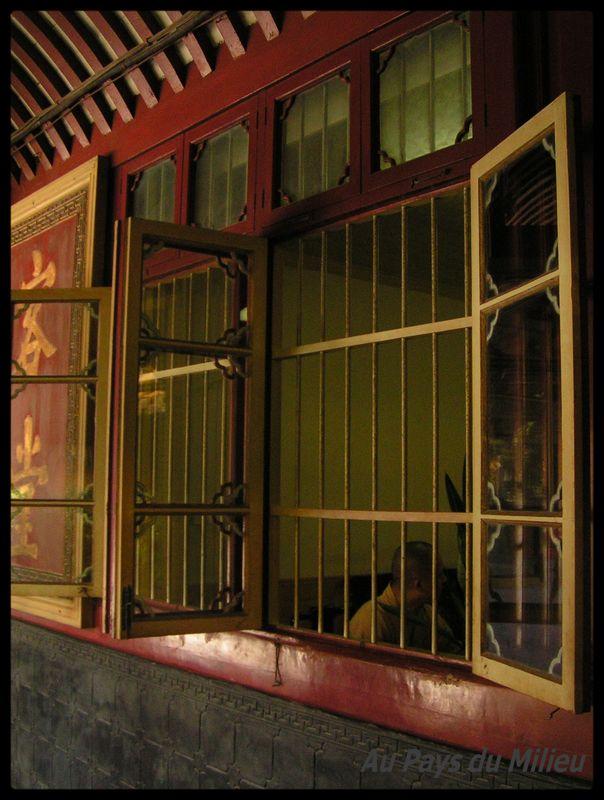 Ile Putuo Shan allée couverte dans un temple