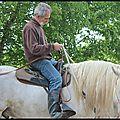 tenue du cheval de bât