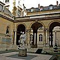 Collège de France.