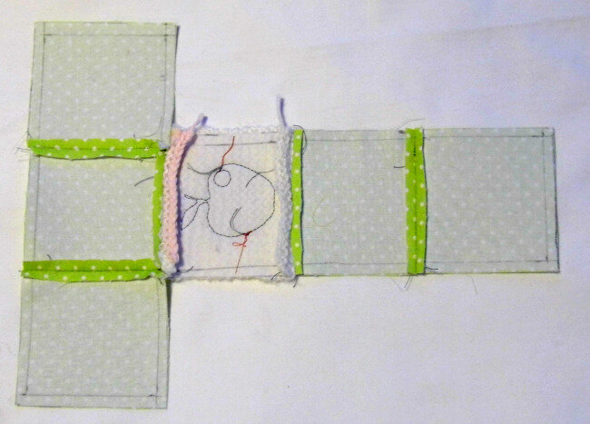 Cube tissu et tricot assemblage