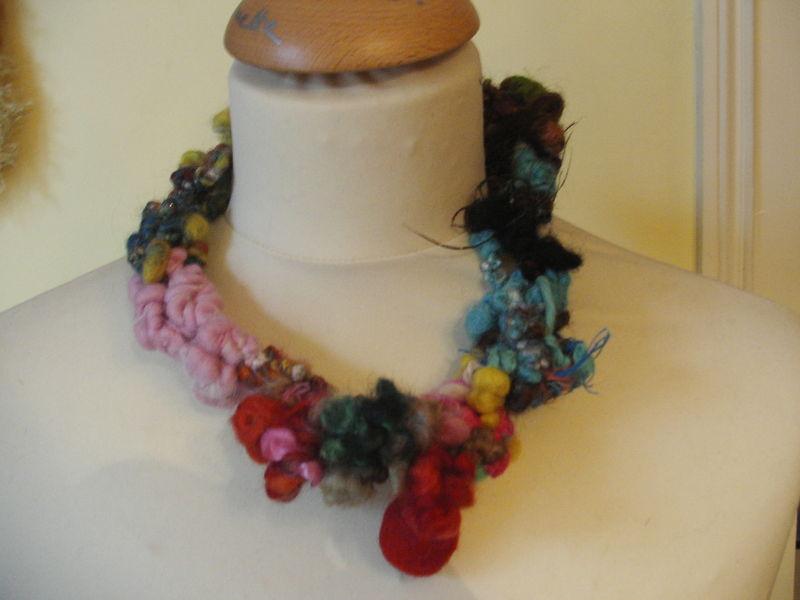 Collier en laine filée main - Disponible