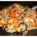 Nouilles sautées eggs noodle crevettes et basilic