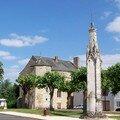 Ménigoute (79), croix hosannière et Hôtel Boucard