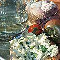 Fromage frais maison au lait entier de <b>Bretonne</b> <b>pie</b> <b>noir</b>, tomates cerise confites, ail nouveau, herbes fraîches