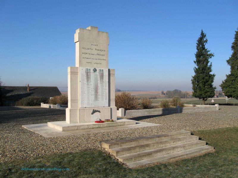 Monument dans la nécropole de Rancourt