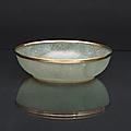 A fine jade bowl with gold rim. <b>Four</b> <b>character</b> <b>Qianlong</b> <b>mark</b>. China, Qing dynasty (1644-1911)