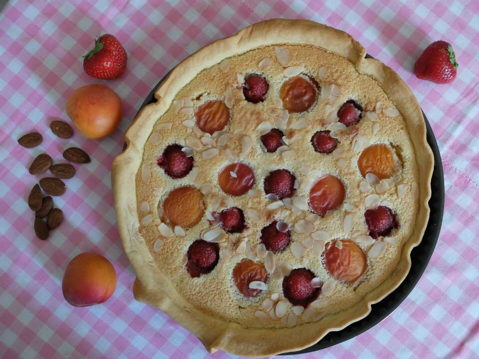 Tarte aux amandes, abricots et fraises de Clementine