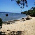 La plage ....beau sable mais pas vraiment pratique pour se baigner ...banc de corail ...