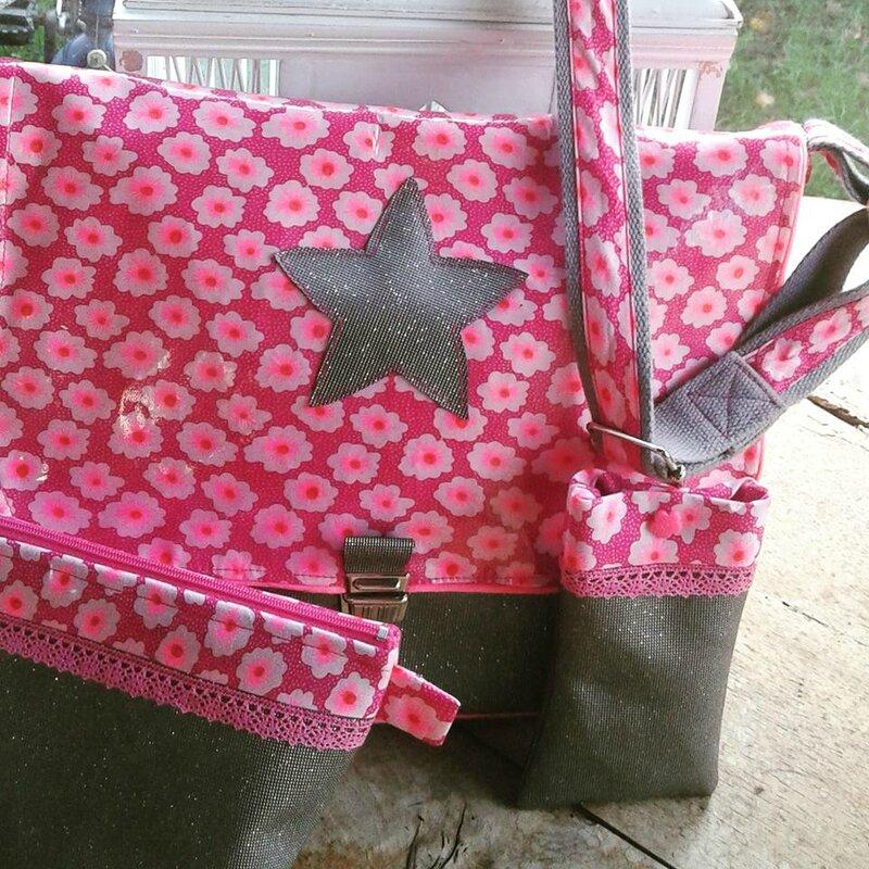 Après la robe fraise, le sac Fraise Tagada et ses accessoires !
