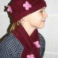 Lili : polar bordeaux et fleurs en laine bouillie.