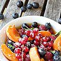 Salade de fruits d'été au thé glacé à menthe