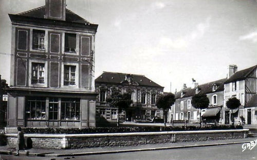 Mézidon - place de la Mairie