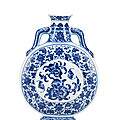 A rare <b>imperial</b> <b>Ming</b>-<b>style</b> blue and white 'peach' moonflask, bianhu, Qianlong seal mark and of the period