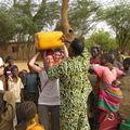 ravitaillement d'eau au puit à Bamba