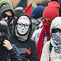 Le Canada adopte une loi menaçant tout <b>manifestant</b> masqué d'une peine d'emprisonnement de dix ans