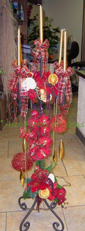 Candélabre fleurs artificielles rouges