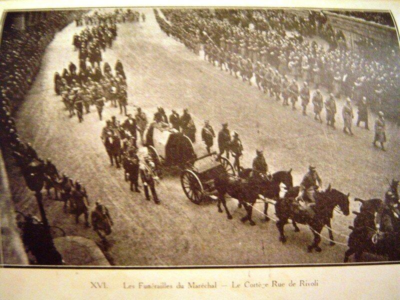 Funérailles,rue de Rivoli