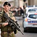 Suicide d'un jeune soldat de 26 ans de l'operation sentinelle en france ( etat d'urgence )